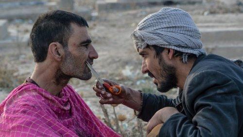 À Helmand en Afghanistan, les barbiers n'ont plus le droit de raser les hommes