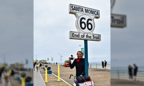 Journalist bikes from Chicago to Santa Monica collecting Covid stories