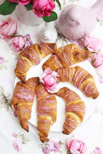 Rhabarber-Croissants Rezept | Super fruchtig und in 15 Minuten fertig