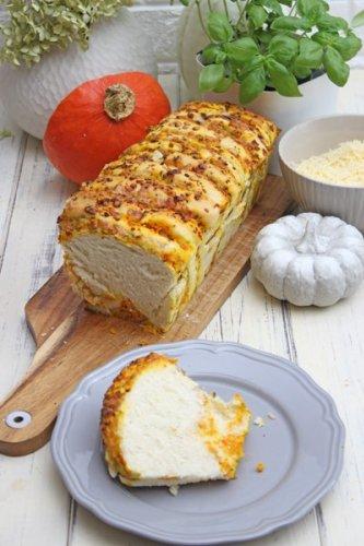 Pumpkin Pull-Apart Bread - Herzhaftes und fluffiges Kürbis-Zupfbrot
