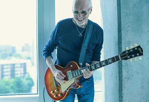 Peter Frampton Forgets the Words, But Still Nails All the Riffs
