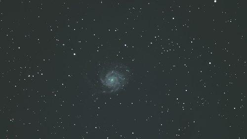 Messier 101 über einem Innenstadtbalkon