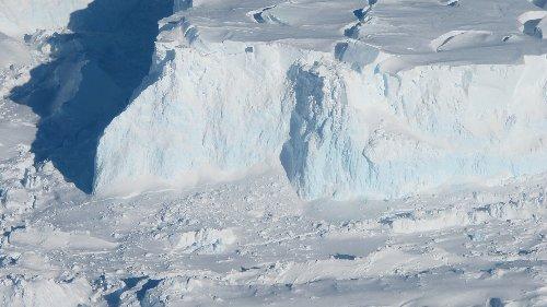 Antarktis: Warmwasser destabilisiert gefährlichsten Gletscher der Welt
