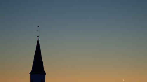 Merkur, Mond und Venus über St. Martin