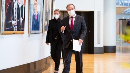Nordrhein-Westfalen: Laschet legt Amt als Ministerpräsident nieder