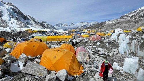 Mount Everest: Zahl der Corona-Infektionen im Basislager steigt