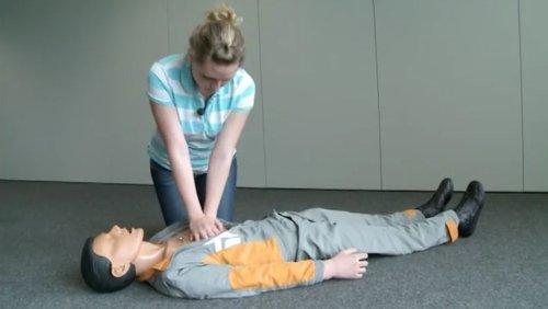Erste Hilfe: So geht die Herzdruckmassage