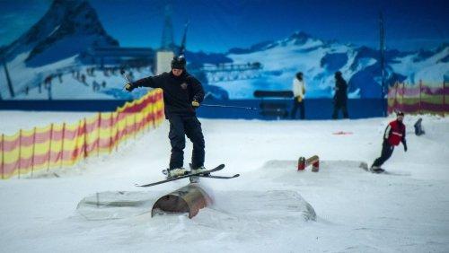 Wintersporthalle wiedereröffnet: Skifahren im Hochsommer, mitten in Deutschland