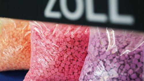 Rekordfund am Flughafen Köln-Bonn: Zoll stellt 173.000 Ecstasy-Tabletten sicher