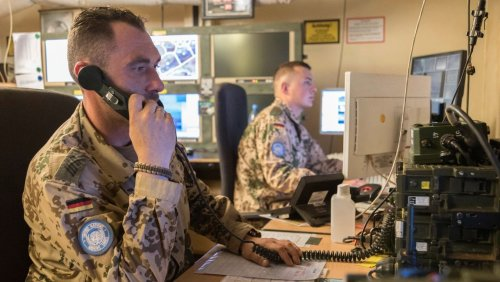 30.000 Stück im Gesamtwert von bis zu 600 Millionen Euro: Die Bundeswehr will Funkgeräte aus den Achtzigerjahren nachbauen lassen