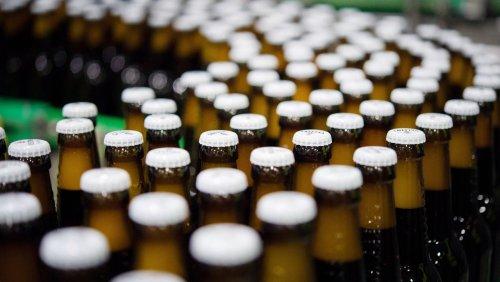 Wegen höherer Rohstoffkosten: Großbrauereien planen starke Anhebung der Bierpreise