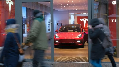 Meistverkaufte Autos in Deutschland: Tesla Model 3 holt VW Golf ein
