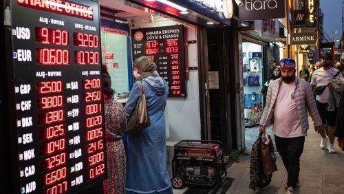 Auf Druck von Erdoğan: Türkische Notenbank senkt Leitzins radikal