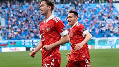 Russland besiegt Finnland bei EM 2021: Wenn die Pässe nicht ankommen, einfach selbst machen