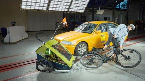Lastenrad, Fahrradsitz und Co.: Crashtest mit Kindern auf dem Rad