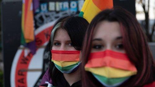 Diskriminierung Homosexueller in Polen: Hunderte protestieren gegen Gesetz zum Verbot von LGBT-Demos