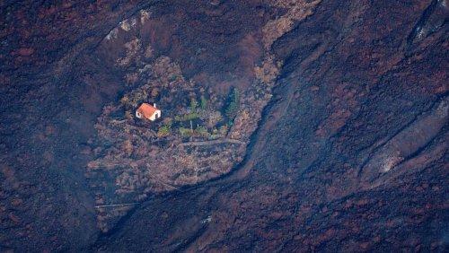 Nach Vulkanausbruch auf La Palma: Ein Haus bleibt stehen