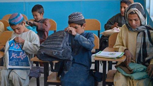 Afghanische Lehrerin über die Lage an den Schulen: Frauen dürfen keine Jungen mehr unterrichten und Männer keine Mädchen