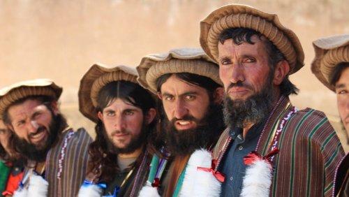 Neue Herrscher in Afghanistan: Warum schminken sich die Taliban die Augen?