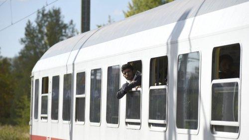 Plan der Bundesregierung: Sonderzüge sollen Flüchtlinge aus Österreich abholen
