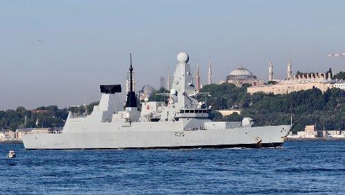 Schwarzes Meer: Russland warnt britischen Zerstörer mit Schüssen und Bomben