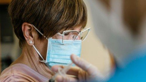 AstraZeneca-Impfstoff: Neurologen beobachten seltenes Hirnthrombose-Risiko auch bei älteren Frauen