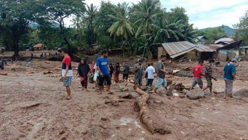 Sturzfluten und Erdrutsche: Mehr als hundert Tote nach Unwettern in Indonesien