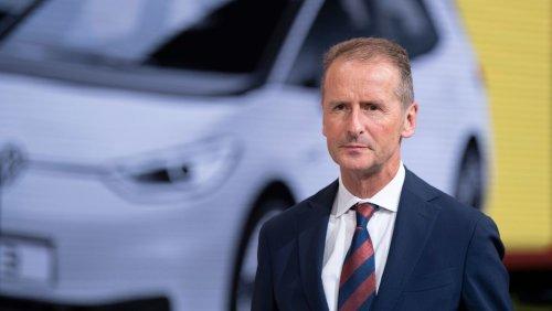 Spritpreise auf Rekordhoch: VW-Chef rät indirekt vom Kauf von Autos mit Verbrennungsmotor ab