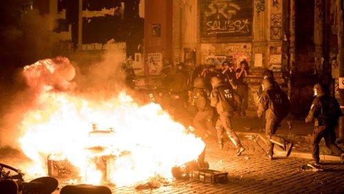 Verfassungsschutz warnt vor linksextremer Gewalt: Sie geben sich als Polizisten aus, dringen in Wohnungen ein, brechen Knochen