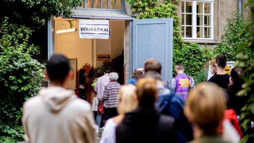 Chaos in der Hauptstadt: Dann bat das Wahlamt die Helfer, beim Rathaus neue Stimmzettel zu holen