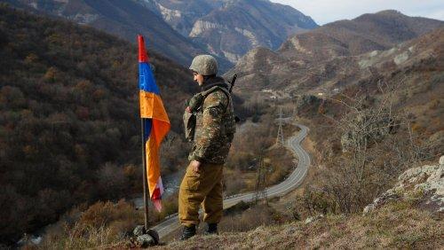 Konflikt im Südkaukasus: Armenien fordert russische Truppen an der Grenze zu Aserbaidschan