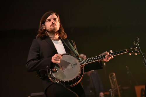 The internet blasts Mumford & Sons for tone deaf book recommendation