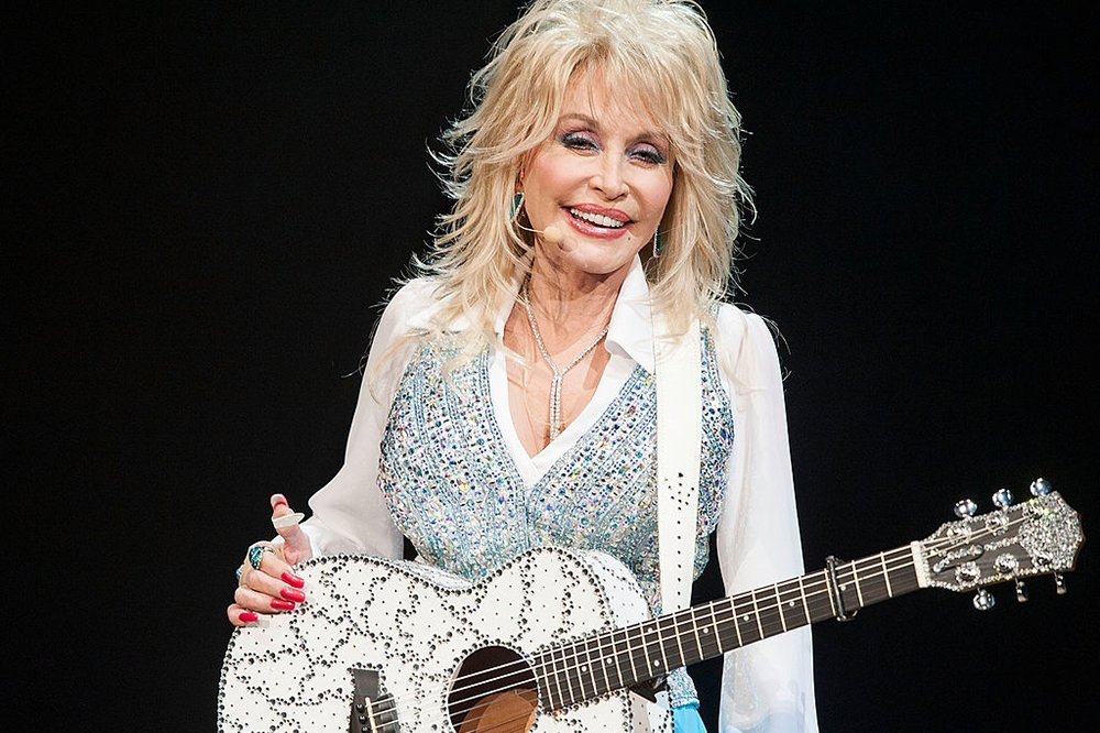 7 times Dolly Parton proved she's a national treasure