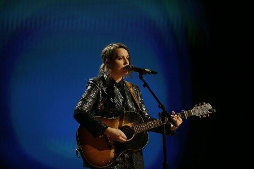 Brandi Carlile Salutes John Prine at Grammys