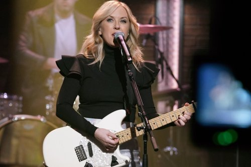 Liz Phair Drops Out Of Alanis Morissette's 'Jagged Little Pill' Tour 'Due to Unforeseen Circumstances'