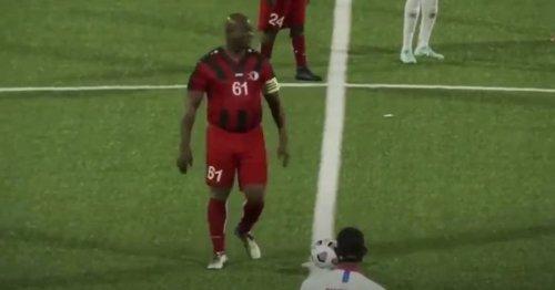Klubbesitzer stellt sich selbst auf: 60-jähriger Ronnie Brunswijk spielt in der CONCACAF Champions League