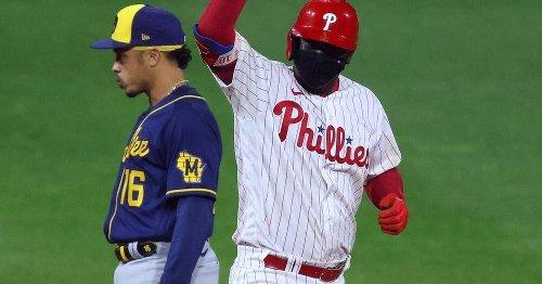 MLB: Fan fängt Baseball mit einer Hand - und Eis in der anderen