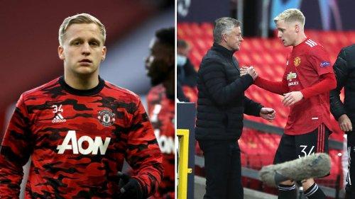 Manchester United Star Donny Van De Beek Has Offered Himself To Barcelona