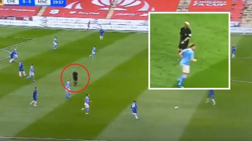 Bizarre Moment Mike Dean Completely 'Malfunctioned' Is The Strangest Thing You'll See Today