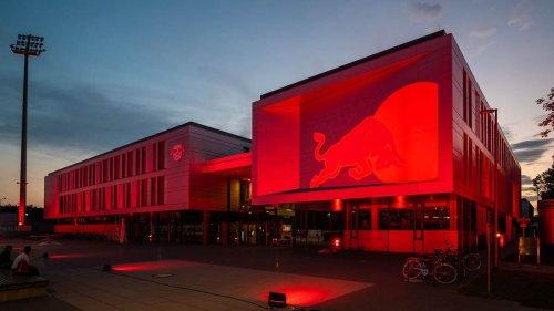 """Trainingszentrum und Stadiongebäude leuchten: RB Leipzig beteiligt sich an der """"Night of Light"""""""