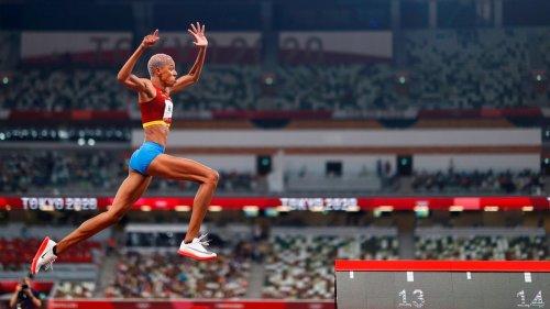 Olympia imposant: Kraftpakete und Flugshows