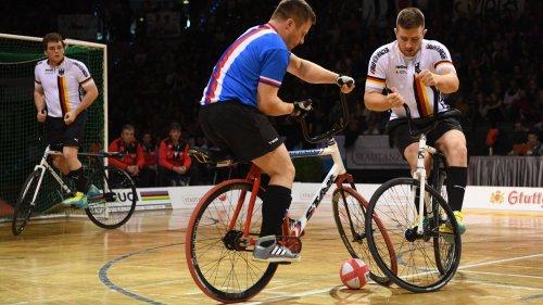 Rad statt Fuß: Radball-Duo qualifiziert sich für Heim-WM in Stuttgart