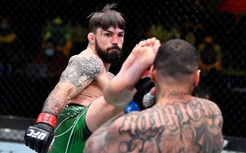 Former UFC welterweight Mike Perry signs with BKFC