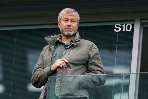 Former Chelsea forward believes Roman Abramovich is preparing a massive bid for in-demand hitman - Reports
