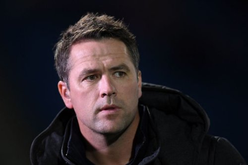 """Michael Owen claims Chelsea are """"carrying"""" duo who """"aren't really hitting it off"""""""