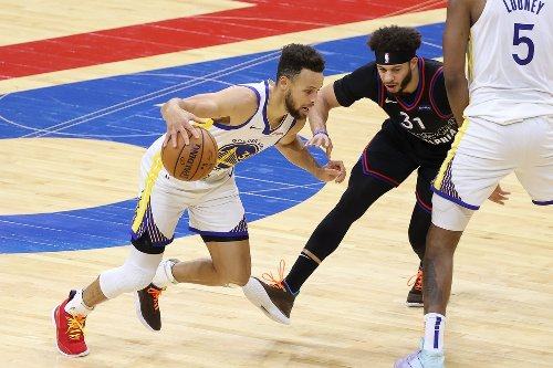 Stephen Curry scores 49 to lead the Golden State Warriors past 76ers