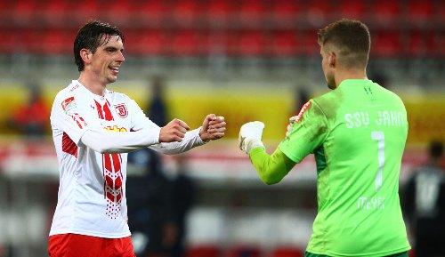 DFB-Pokal Regensburg hofft gegen Bremen auf weitere Elfmeter-Lotterie