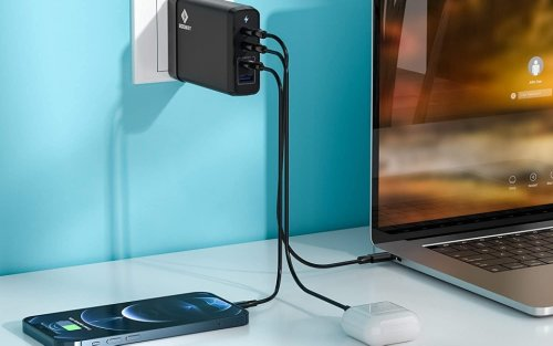 The Best iPhone Chargers (Made by Apple or Otherwise) To Keep Your Phone Juiced