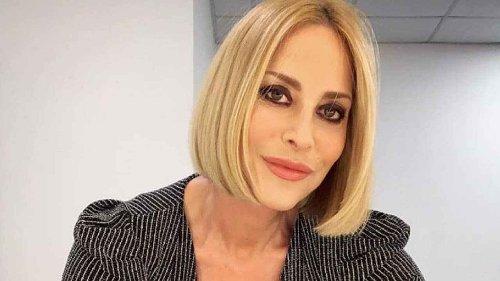 """Omofobia, Stefania Orlando si sfoga al Maurizio Costanzo show: """"Serve una legge per combattere l'ignoranza e l'odio"""" - SPYit"""
