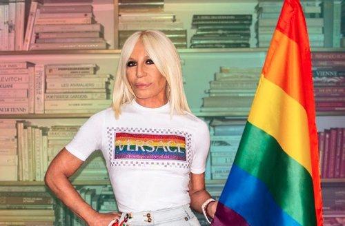 """Donatella Versace sostiene il DDL Zan: """"È arrivato il momento di scegliere il rispetto invece della discriminazione"""""""